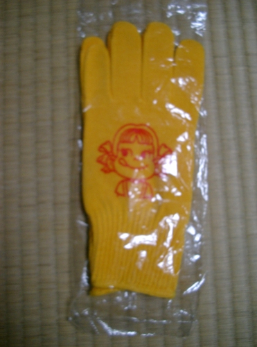 ペコちゃん黄色の手袋